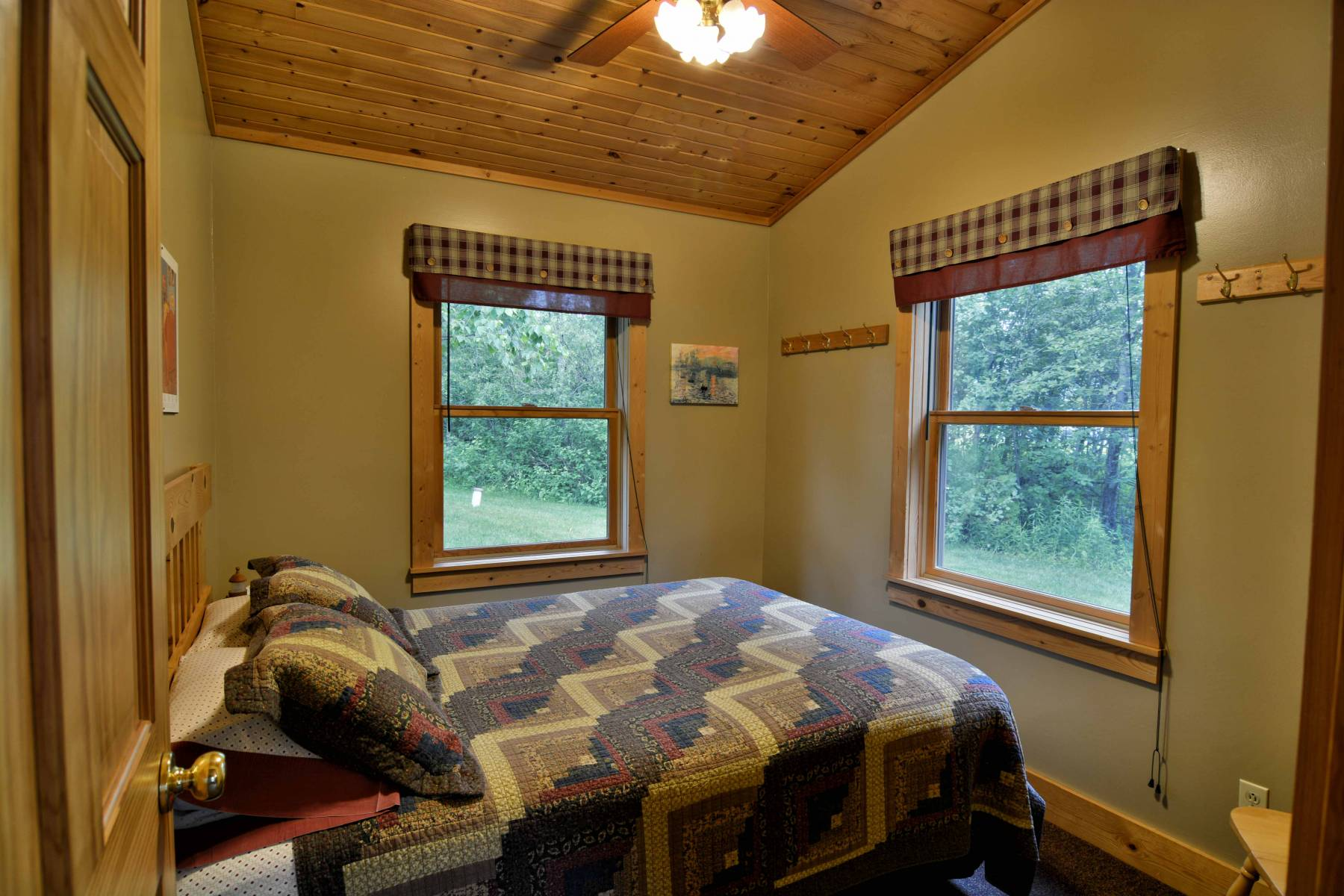 One Bedroom, One Bathroom With Twin Daybed And Kitchenette (microwave,  Coffee Maker, U0026 Small Refrigerator) And Living Room Area That Offers Ample  Space.
